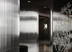 Vue de monde flagship restaurant by Elenberg Fraser, Melbourne Australian Interior Design, Interior Design Awards, Melbourne, Toilette Design, Plaza Design, Timber Table, Restroom Design, Common Area, Beautiful Interiors