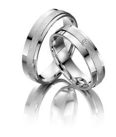 Witgouden #trouwringen model 20109 5mm. De damesring is bezet met een briljant geslepen diamant. Herenring gratis € 820.- www.trouwringen-herenring-gratis.nl