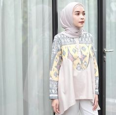 Fashion casual work blouses ideas for 2019 Batik Fashion, Hijab Fashion, Fashion Outfits, Dress Outfits, Fashion Ideas, Blouse Batik, Batik Dress, Casual Chic Style, Work Casual