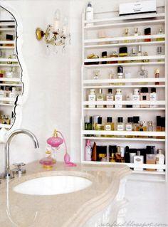 Gewürzregal im Bad für Parfums oder Nagellacke