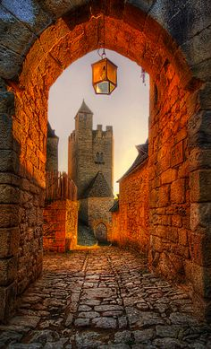An old archway in Beynac-et-Cazenac, Dordogne, France • photo: Jimmy McIntyre on Flickr