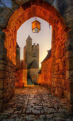 An old archway in Beynac-et-Cazenac, Dordogne, France • photo: Jimmy McIntyre on Flickr