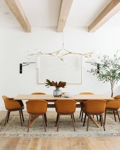 35 Perfect Mid Century Dining Room Design And Decor Ideas room ideas rustic dining room ideas room design room furniture dining room ideas dining rooms Dining Room Inspiration, Home Decor Inspiration, Decor Ideas, Decorating Ideas, Interior Decorating, Decorating Websites, Design Inspiration, Dining Room Design, Dining Room Table
