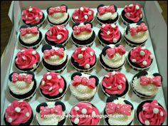 party cupcakes | My Little Cupcakes...: Mickey & Minnie Mouse Cupcakes