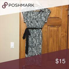 Motherhood Maternity Black & White Dress Size M Black & White snake skin button down dress with belt Motherhood Maternity Dresses Midi