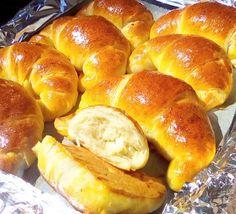 Τυροπιτάκια κρουασανάκια Hot Dog Buns, Hot Dogs, Finger Foods, Favorite Recipes, Bread, Cooking, Breakfast, House, Recipes