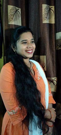 Desi Bhabi, Girls Phone Numbers, Natural Beauty, Hair Beauty, Beautiful Women, Sari, Close Friends, Aunt, Model