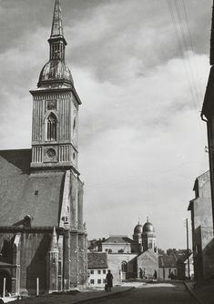 Martina a synagóga Bratislava, Architecture Old, Kirchen, Dom, Time Travel, Empire State Building, Old Photos, Big Ben, Europe