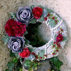 Věnec na dveře_Pretty Woman 35 cm Christmas Wreaths, Christmas Decorations, Floral Wreath, Flowers, Home Decor, Christmas Swags, Homemade Home Decor, Flower Crowns, Holiday Burlap Wreath