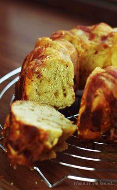 Rezept für Baconguglhupf mit herzhaften Bergkäse. Der Guglhupf passt perfekt als Beilage zu einem Barbecue/Grillen und ist einfach und schnell gemacht.