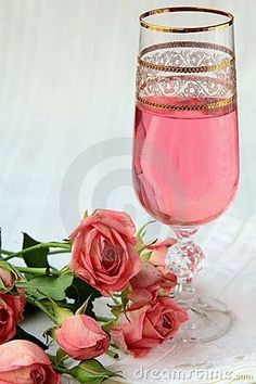 Pink champagne and pink roses I don't like champagne much, which is a shame because it is so pretty! Pink Love, Pretty In Pink, Pink And Green, Hot Pink, Pink Punch Recipes, Birthday Parties, Happy Birthday, Nouvel An, Birthday Pictures