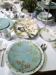 Raynaud Paradis Turquoise & White Dinner Sets, Dinner Table, Outdoor Table Settings, China Patterns, Deco Table, Fine Dining, Serveware, Tableware, Tablescapes