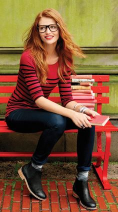 Cintia Dicker - I cannot let a picture of her go by - red hair, beautiful face, and rarely (if ever) a less than classic look. Cintia Dicker, Red Hair Woman, Long Red Hair, Gorgeous Redhead, Hottest Redheads, Lord, Redhead Girl, Girls With Glasses, Ginger Hair