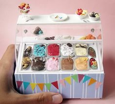 Miniature Ice Cream Display 2 by ~PetitPlat on deviantART Doll Crafts, Diy Doll, Clay Crafts, Miniature Crafts, Miniature Food, Miniature Houses, Miniature Dolls, Polymer Clay Miniatures, Dollhouse Miniatures