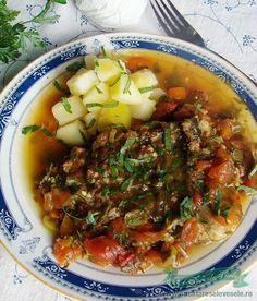 Tot auzeam ce buna este Saramura de crap. Niciodata nu am incercat sa prepar crapul, pestele in acest fel. Asa ca, mi-am luat inima intre dinti intr-o zi si m-am pus sa pregatesc Saramura de crap laudata.Am intrebat ici colo de reteta si astfel am pregatit eu saramura! Toate bune pana in momentul in care Fish And Seafood, Fish Recipes, Chili, Soup, Cooking, Dan, Kitchen, Chile, Soups