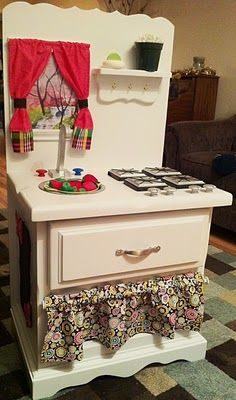 DIY play kitchen. Wish I had some power tools and a sewing machine, so I could be crafty like this!