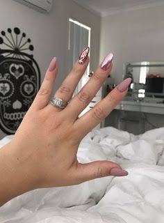 """If you're unfamiliar with nail trends and you hear the words """"coffin nails,"""" what comes to mind? It's not nails with coffins drawn on them. It's long nails with a square tip, and the look has. Hair And Nails, My Nails, Uñas Fashion, Latest Fashion, Fashion Ideas, Fashion Trends, Rose Gold Nails, Pink Chrome Nails, Dark Nude Nails"""