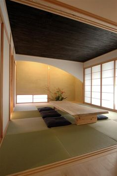 - The Western world has, for many years, been deeply fascinated with Japanese interior design. Its simple lines and muted colors carry the essentials of. Traditional Japanese House, Japanese Interior Design, Japanese Home Decor, Asian Home Decor, Japanese Modern, Japanese Dining Table, Tatami Room, Japan Interior, Japanese Furniture
