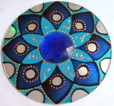 Mandala on a cd Cd Crafts, Diy And Crafts, Crafts For Kids, Arts And Crafts, Mandala Art, Mandala Doodle, Stained Glass Patterns, Mosaic Patterns, Stained Glass Art