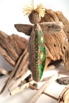 Bois flotté ange orné de peinture acrylique par Grazim sur Etsy