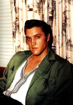 Elvis at his 1034 Audubon drive home in Memphis in july 1956.