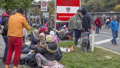 Flüchtlinge auf der Balkanroute: Spielfeld / Österreich