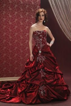 WOW makes me want to get married all over again just so I could wear this!!Red wedding dress