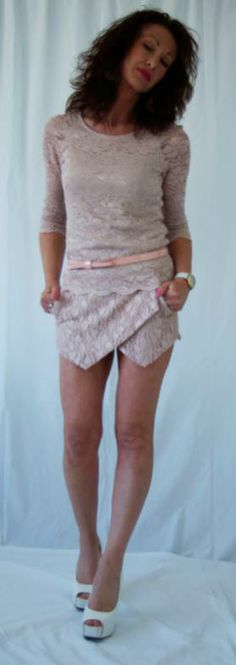 http://www.whosvanity.com/shop/it/gonne/18-gonna-in-pizzo-rosa.html