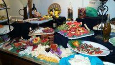 El display ya instalado en la mesa.  Quesos, frutas, pastas, y mucho mas..