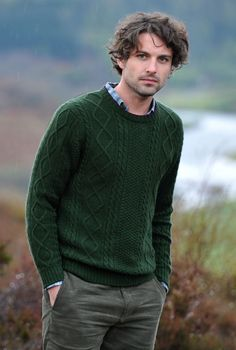 green cable knit jumper mens - Crochet and Knit Sweater Fashion, Men's Fashion, Fashion Outfits, Cable Sweater, Men Sweater, Cable Knit, Aran Jumper, Handgestrickte Pullover, Style Masculin