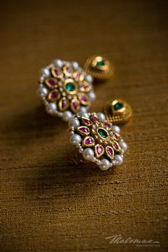 This is an Indian Wedding planning and design special. With outside scenery, reception decor, mandap and traditional ceremony ideas. Gold Jhumka Earrings, Indian Jewelry Earrings, Jewelry Design Earrings, Gold Earrings Designs, Gold Jewellery Design, Gold Jewelry, Rajputi Jewellery, Simple Jewelry, Jelsa
