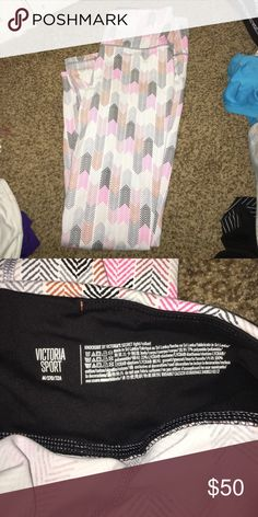 Victoria's Secret sport leggings NWOT. Never worn. Super cute pattern. Victoria's Secret Pants Leggings