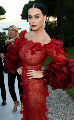 Gentleman Boners is a true gentleman's club. Only the finest eye candy of the classiest nature can be found here. Katy Perry Dress, Katy Perry Hot, Katy Perry Quotes, Katy Perry Pictures, Perry Como, Stunning Women, Beautiful Girl Image, Christina Hendricks, Hollywood Celebrities