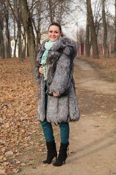 Black Fur Coat, Long Fur Coat, Fur Coats, Sheepskin Coat, Fur Fashion, Fox Fur, Casual Tops, Winter Jackets, Stylish