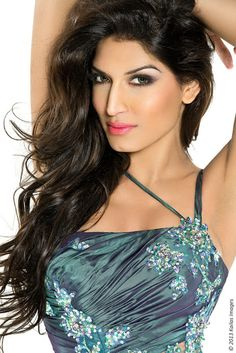 c3bfe49e583ca Shanzay Hayat (Miss Pakistan World has very prominent features. She uses  contouring methods to highlight the best in her beautiful face.