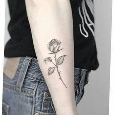 Tatoo Rose, Skull Rose Tattoos, Flower Tattoos, Body Art Tattoos, Girl Tattoos, I Tattoo, Star Tattoo Meaning, Symbolic Tattoos, Popular Tattoos