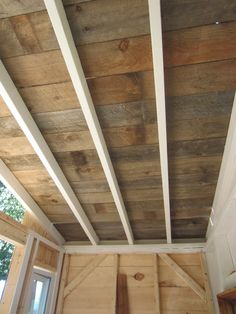A recycled barn wood/fence plank ceiling in a tiny house on wheels Wood Ceiling Panels, Wooden Ceiling Design, Wood Plank Ceiling, House Ceiling Design, Wood Plank Walls, Wooden Ceilings, Ceiling Beams, Wood Planks, House Design