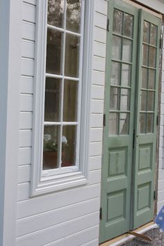 love the doors Black Doors, White Doors, Cottage Exterior, Interior And Exterior, Wooden Windows, House By The Sea, Exterior Remodel, Architectural Features, Wooden House