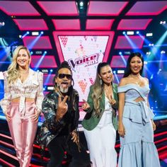 Com estreia dia 7, jurados do The Voice Kids posam pela 1° vez no estúdio do programa #Babados, #Bapho, #Baphos, #Celebridades, #Entretenimento, #Fama, #Famosos, #Famous, #Final, #Fofocas, #Globo, #Instagram, #Prontofalei, #Seguidores, #Seguir, #Televisão, #Tv http://popzone.tv/2017/12/com-estreia-dia-7-jurados-do-the-voice-kids-posam-pela-1-vez-no-estudio-do-programa.html