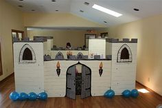 Awesome cardboard castle - The Glasgow Gang had one for their party a couple of years ago -- Theirs was everybit as good as this one!