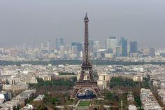 La Tour Eiffel et le Quartier de La Défense.