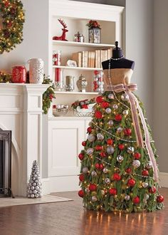 How to Make a Christmas Tree Dress Gorgeously Different Christmas Tree Dress … using a dress form or mannequin, burlap, chicken wire, floral wire, zip ties & evergreen trimmings …………. Mannequin Christmas Tree, Dress Form Christmas Tree, Different Christmas Trees, How To Make Christmas Tree, Xmas Tree, All Things Christmas, Christmas Home, Christmas Holidays, Christmas Decorations