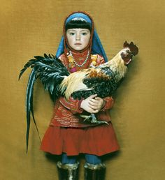 Nena con gallo-Rene and Radka Little People, Little Girls, Pochette Cd, Image Mode, Milk Magazine, Photo Images, Chickens And Roosters, Children Photography, Cool Kids