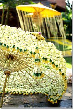 Flower Garland Wedding, Flower Garlands, Wedding Flowers, Centerpiece Decorations, Flower Decorations, Stage Decorations, Buddha Flower, Indian Wedding Decorations, Parasol