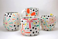 Not too long ago I rocked out some polka dot and floral mugs with the awesome, permanent and totally food safe Painted by Me marker. Painted Ceramic Plates, Hand Painted Mugs, Painted Cups, Pottery Painting, Ceramic Painting, Pottery Art, Ceramic Pottery, Painting For Kids, Diy Painting
