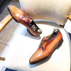 "altanbottierofficial: ""Our Eiffel Oxford Shoe here in very bright camel patina Men's Shoes, Shoe Boots, Dress Shoes, Shoes Men, Monk Strap Shoes, Men Formal, Patent Leather, Gentleman, Camel"