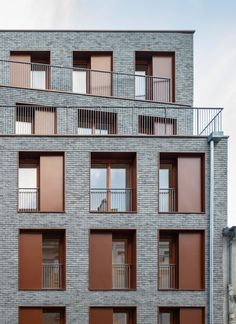 To build on a vacant site in Paris requires infill in harmony with the existing urban fabric. Rue Orfila is a typical neighbourhood street, the former rue. Architecture Building Design, Stairs Architecture, Building Facade, Building Exterior, Facade Design, Residential Architecture, Modern Architecture, Chinese Architecture, Brick Facade