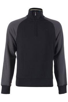 Deze sweater van de jeans lijn van Armani heeft een rits sluiting tot iets hoger dan de borst. De kraag valt iets langer en het logo is op de rechterborst subtiel zichtbaar.