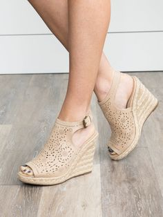 Discover recipes, home ideas, style inspiration and other ideas to try. Womens Golf Shoes, Womens Shoes Wedges, High Heel Boots, Shoe Boots, High Heels, Slingback Sandal, Espadrille Wedge, Nude Wedges, Cute Heels