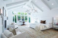 Modern And Elegant White Master Bedroom Decoration Ideas – Home Decor Ideas Dream Bedroom, Home Bedroom, Bedroom Furniture, Bedroom Decor, Teen Bedroom, Bedroom Ideas, Bedroom Pictures, Home Pictures, Furniture Ideas